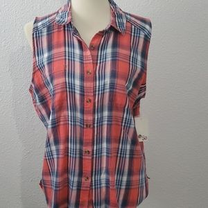 So short sleeve plaid button up top.